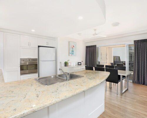 1200-1bed-luxury-coolum-accommodation3