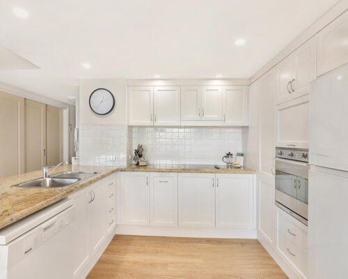 1200-1bed-luxury-coolum-accommodation5