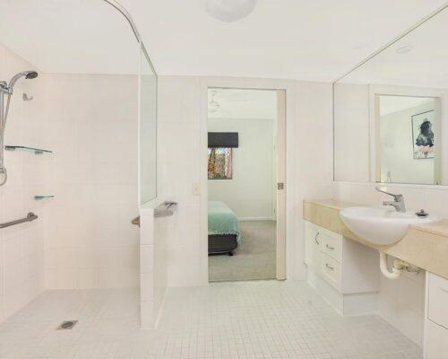 1200-1bed-luxury-coolum-accommodation7