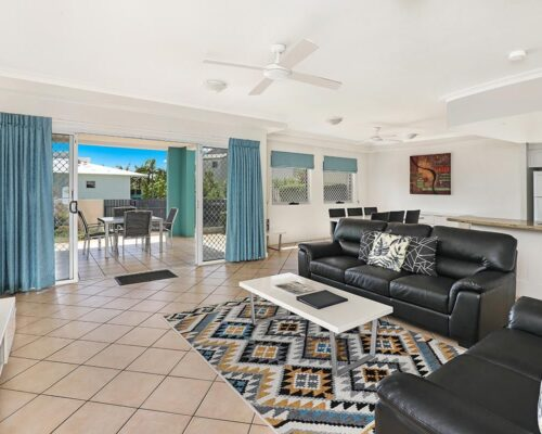 1200-2bed-ground-coolum-accommoation1