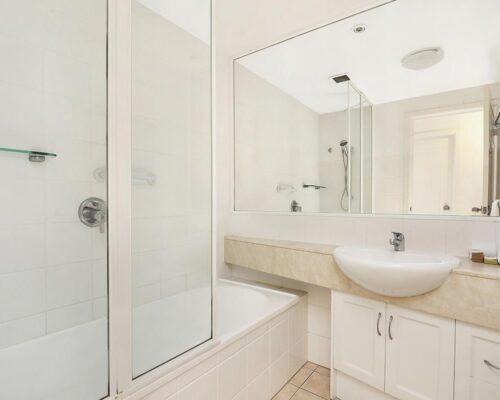 1200-2bed-luxury-coolum-accommodation10