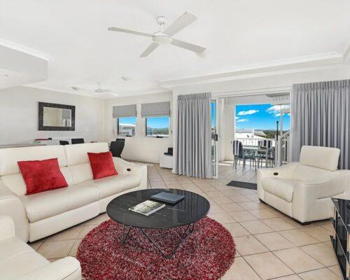 1200-2bed-luxury-coolum-accommodation12