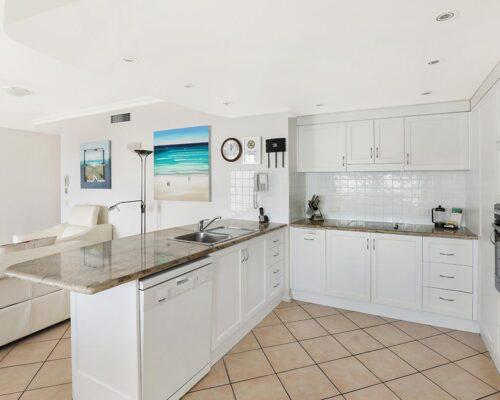 1200-2bed-luxury-coolum-accommodation13