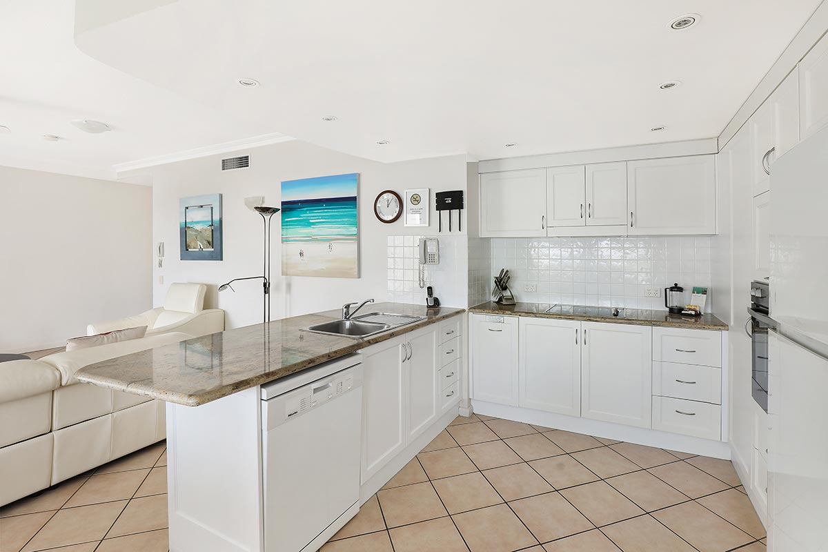 1200-2bed-luxury-coolum-accommodation13