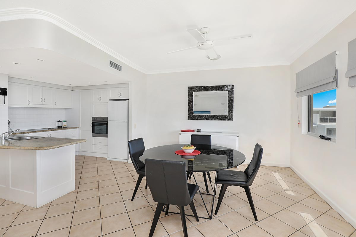 1200-2bed-luxury-coolum-accommodation15