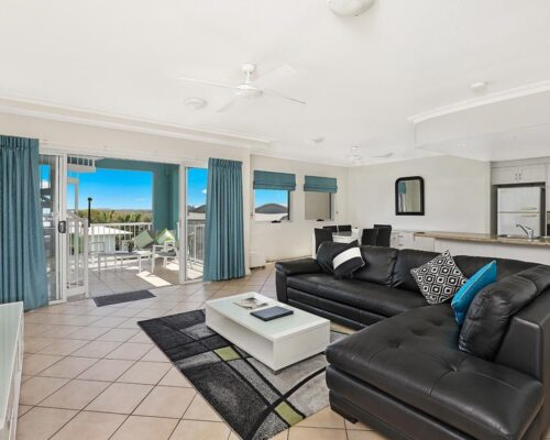 1200-2bed-luxury-coolum-accommodation2
