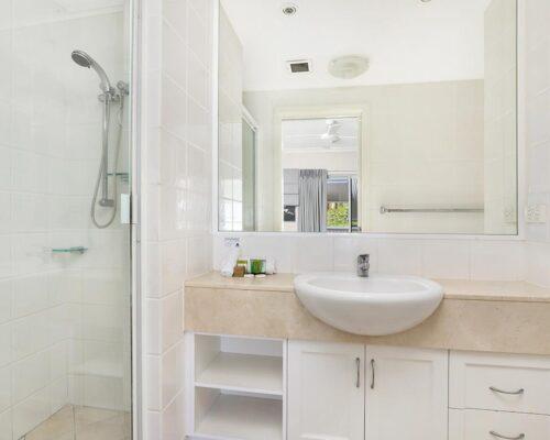 1200-2bed-luxury-coolum-accommodation7