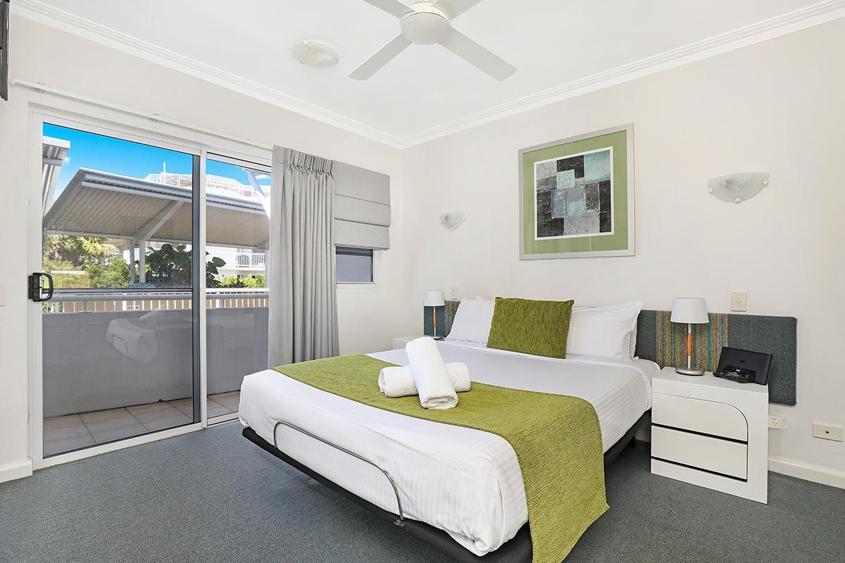1200-2bed-luxury-coolum-accommodation8