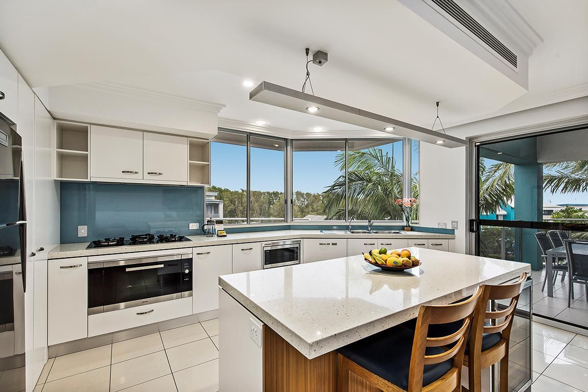1200-5bed-luxury-coolum-accommodation1