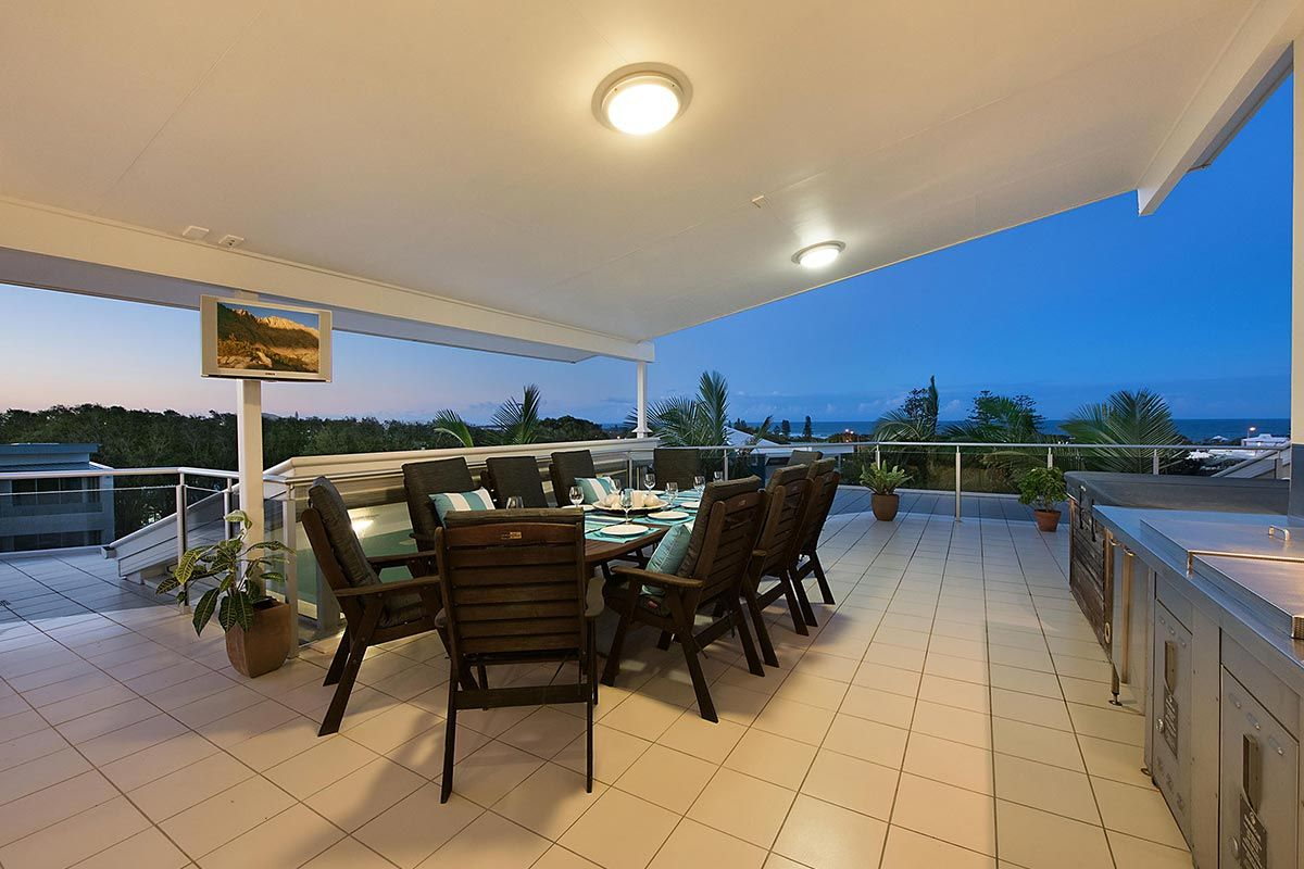 1200-5bed-luxury-coolum-accommodation10