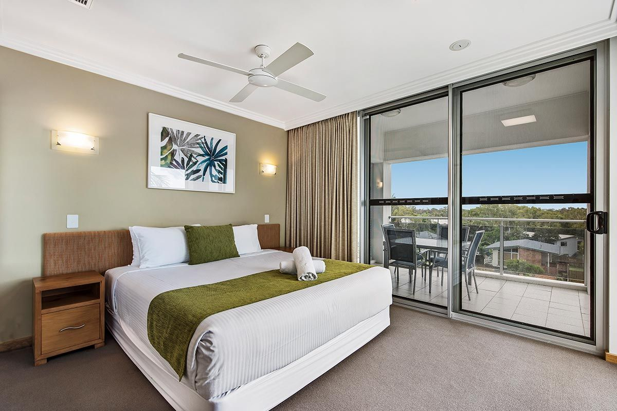 1200-5bed-luxury-coolum-accommodation3