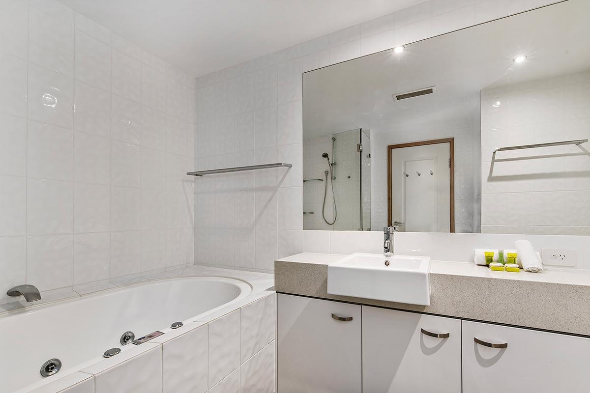 1200-5bed-luxury-coolum-accommodation5