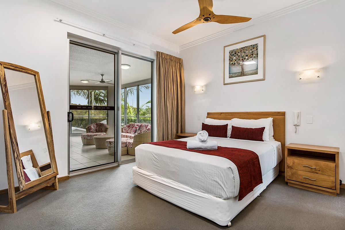1200-5bed-luxury-coolum-accommodation6