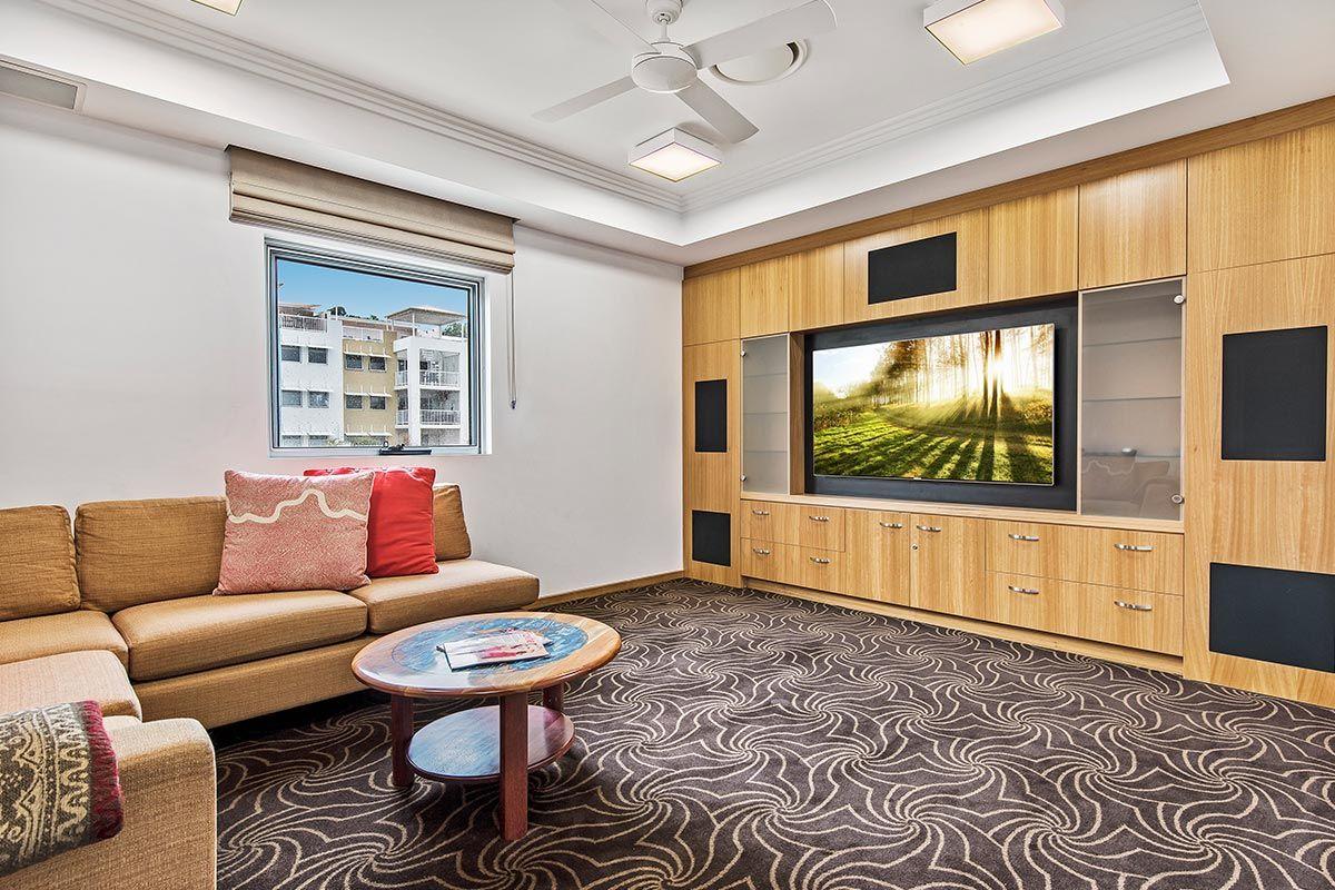 1200-5bed-luxury-coolum-accommodation7