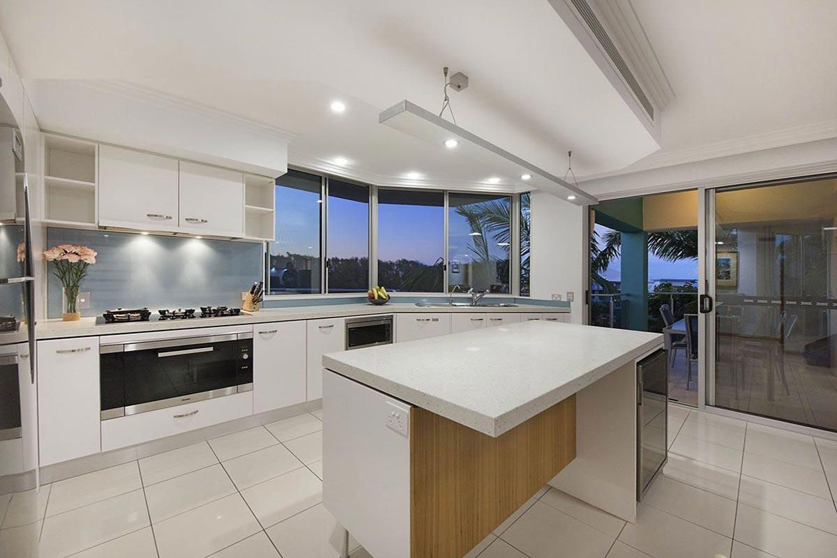 1200-5bed-luxury-coolum-accommodation8